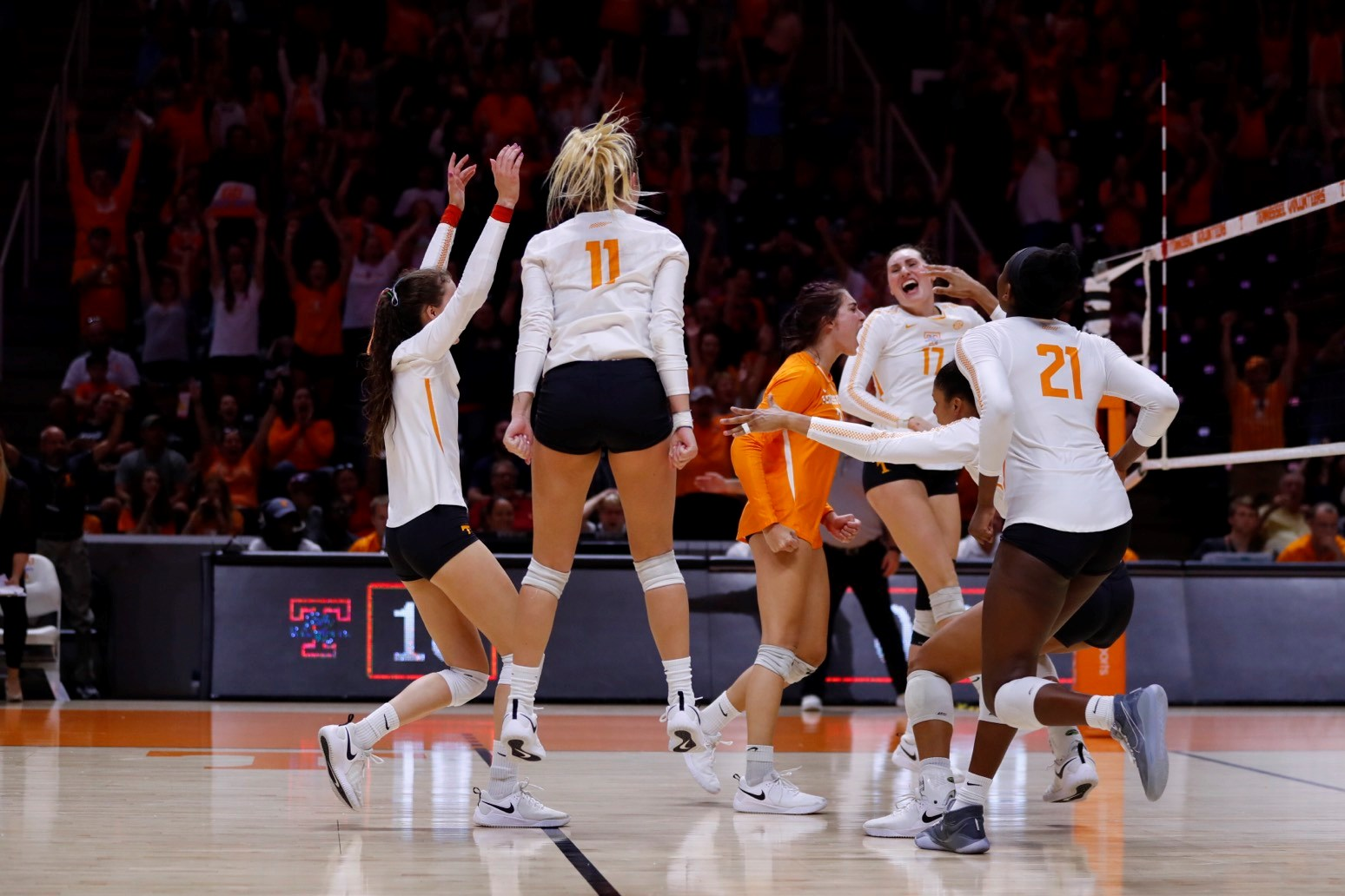 Tennessee Grabs First Sec Win In Five Sets Over Texas A M University Of Tennessee Athletics